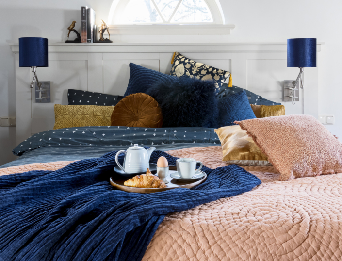 TrendsTrade-b2b-inkoopcentrum-lifestyle-trend-holychic-hotel-classicblue-inspiration-groothandel-bed-najaarstrend
